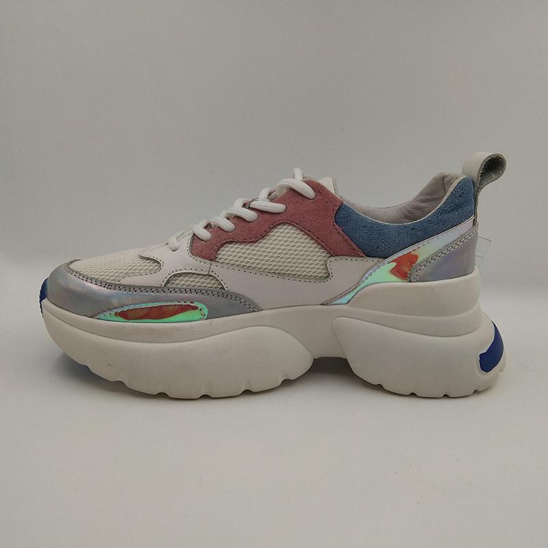 الأزياء والأحذية الرياضية